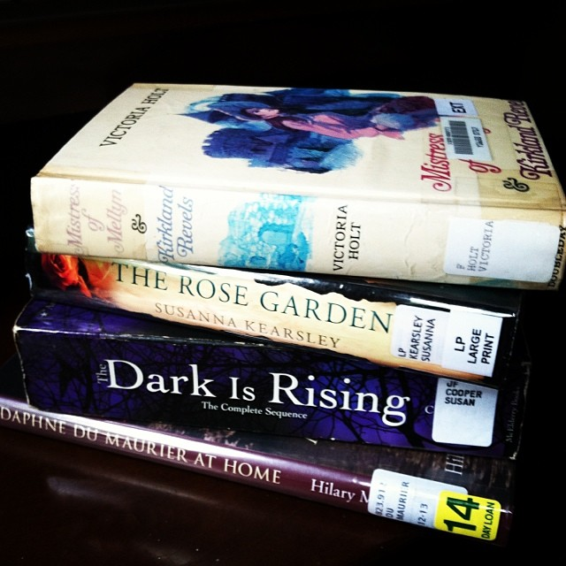 Mistress of Mellyn, The Rose Garden, The Dark Is Rising, Daphne du Maurier at Home #1day12pics